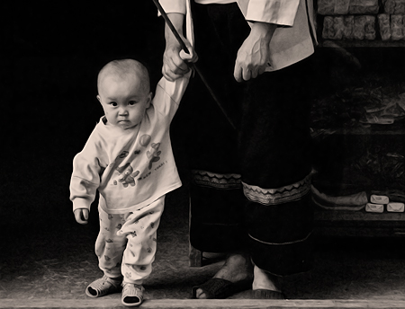 Grandmother and baby, Ping'An, China. Seth Rosenblatt (c) 2006