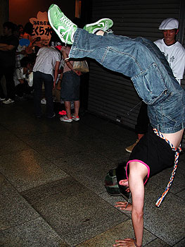 Breakdancing teens, Nakano-dori.