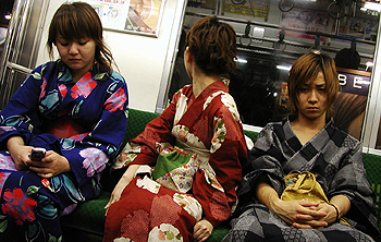Three friends wearing yukata, Yamanote Line, two.
